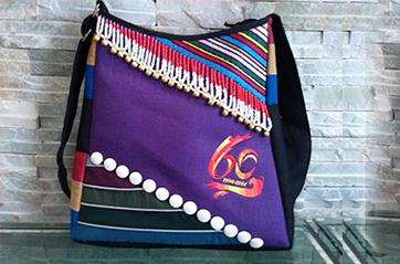 贡山独龙族怒族自治县成立六十周年庆典定制民族工艺纪念包案例