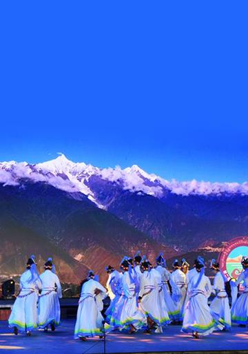 少数民族服饰与世界著名风景区
