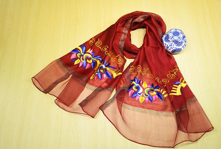 霓裳民族服饰文创产品民族风丝巾展示